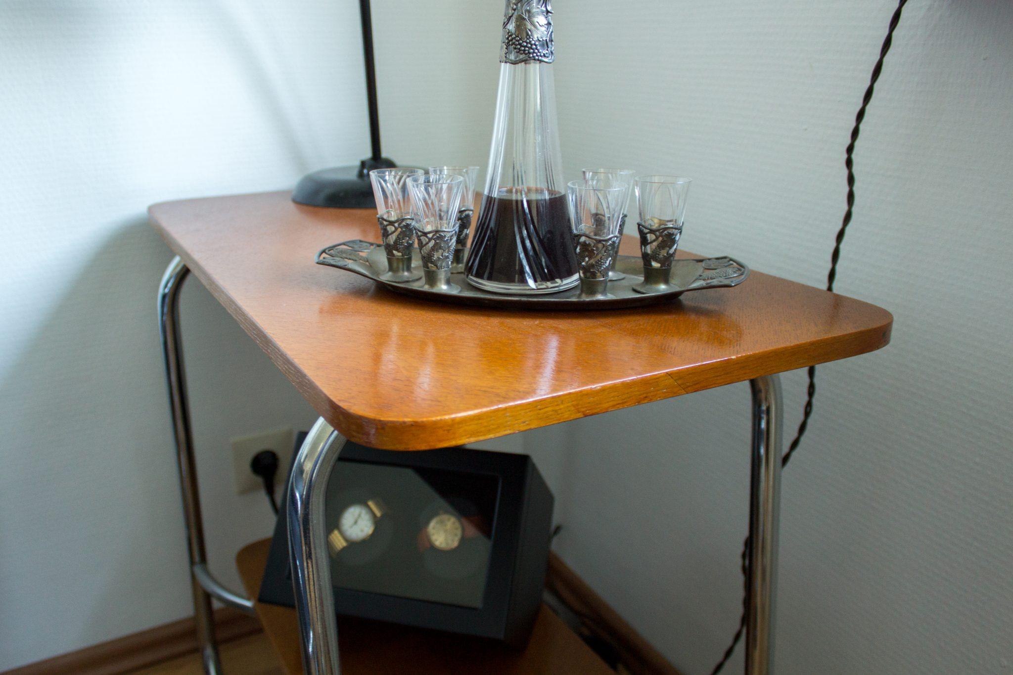 Antiker Tisch, der von der Schreinerei Fritz in Göppingen mit einer frischen Oberfläche versehen wurde.