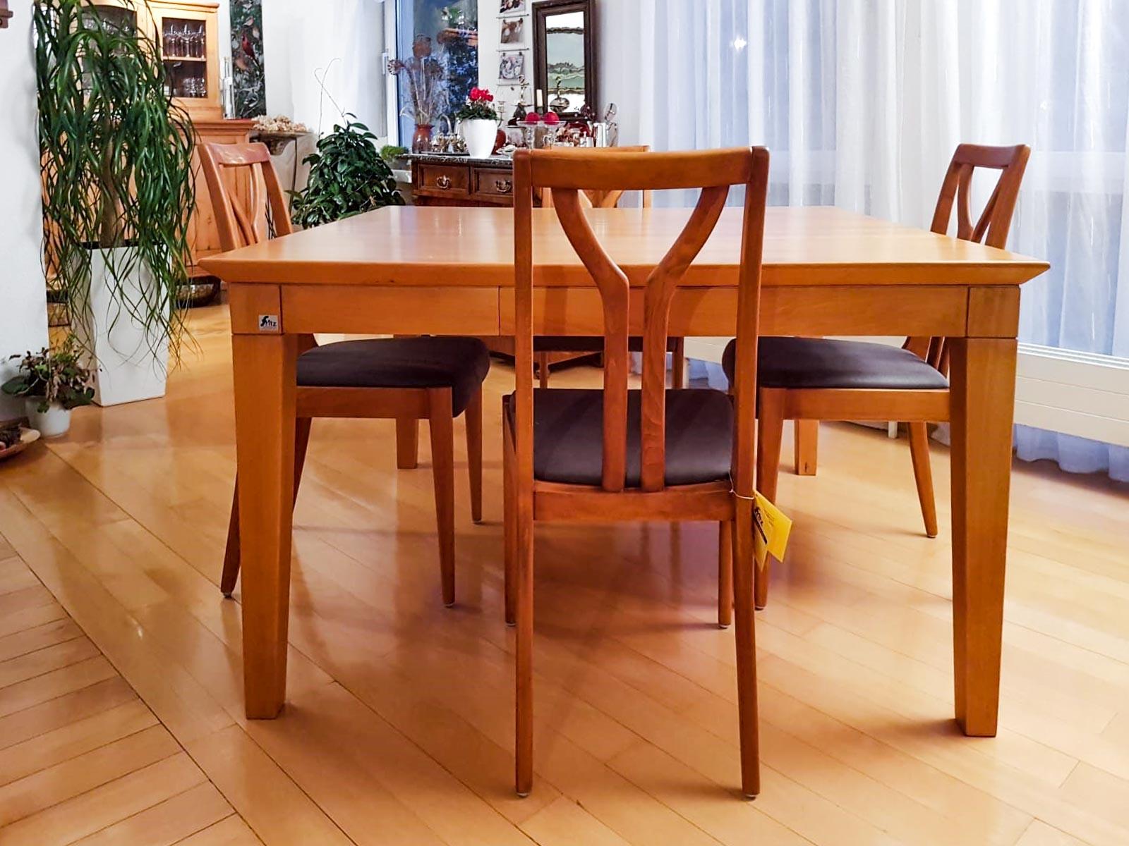 Tischgruppe in Kirschbaum gebeizt und lackiert