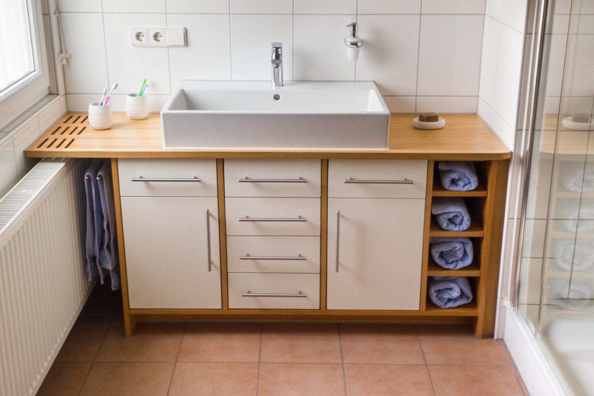 Waschtisch-Möbel aus Massivholz. Maßgefertigt. Badmöbel Individuell